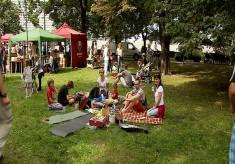 W Parku Powstańców Śląskich odbywają się m.in. śniadania na trawie