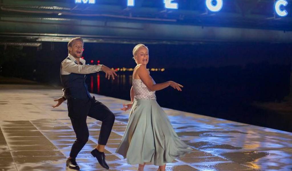 Sebastian Fabijański i Kinga Preis na planie filmu. Źródło: www.facebook.com/WszystkoGraMusical