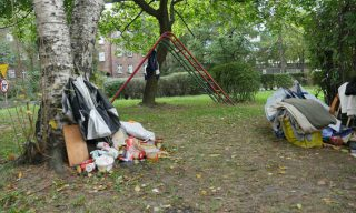 bezdomny-zamieszkal-na-skwerze-w-centrum-katowic
