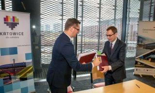 Władze Katowic (z lewej Marcin Krupa) pewnie nie będą zadowolone, jeśli operator Spodka (z prawej Wojciech Kuśpik )zostanie też zarządcą Hali Gliwice.