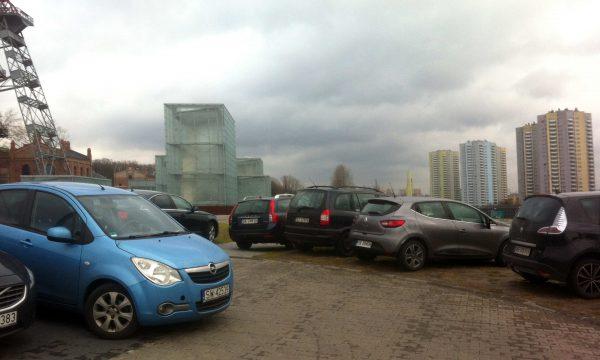 Samochody rozjeżdżają strefę kultury, ale nikogo w Katowicach to nie obchodzi [KOMENTARZ]