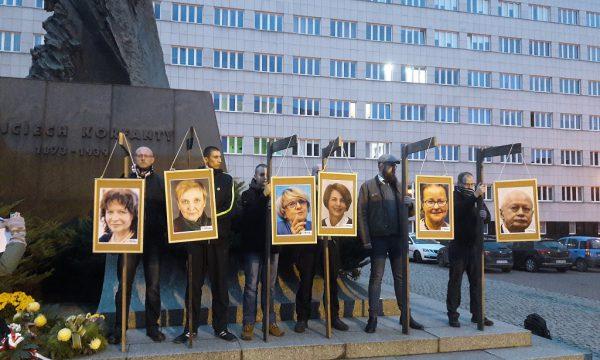 Narodowcy wieszają zdrajców w Katowicach. Bardzo słaba frekwencja podczas pikiety