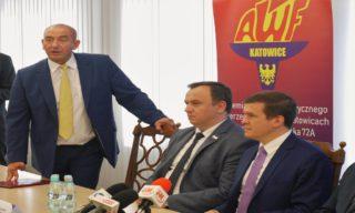 Rektor AWF Adam Zając z marszałkiem Jakubem Chełstowskim i ministrem Witoldem Bańką.
