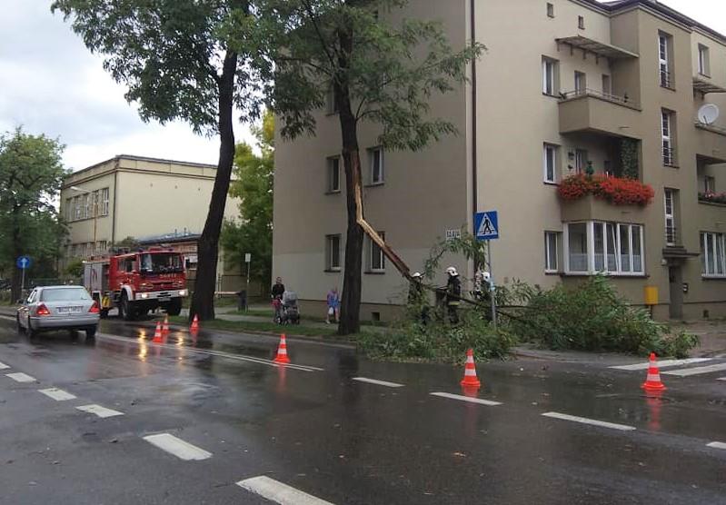 Interwencja strażaków z OSP Kostuchna przy ul. Katowickiej.
