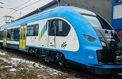 """Koleje Śląskie doczekały się pierwszego """"długiego"""" Elfa"""