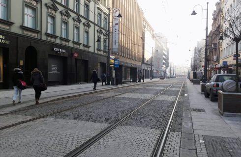 Dzień dobry Katowice. Zniszczone granitowe płyty na ul. 3 Maja nie zostaną wymienione