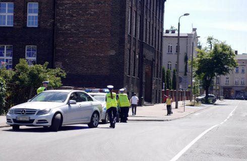 """Kolejna akcja z """"zieloną strzałką"""". Policja kontroluje kierowców w centrum Katowic"""