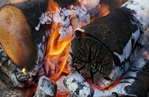 Będzie zakaz palenia w piecach mułem, węglem brunatnym i wilgotnym drewnem