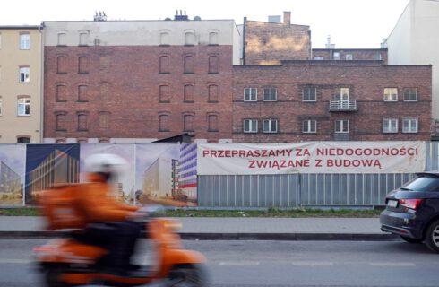 Puste place budowy w Katowicach. Hotelowe inwestycje stoją od miesięcy