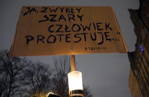 Kolejna manifestacja w obronie sądów w Katowicach
