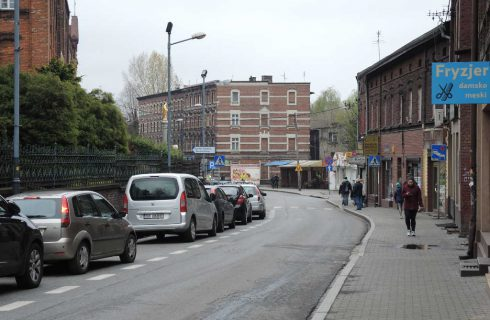 Dzień dobry Katowice. Kibole niszczą budynki w Boguciacach