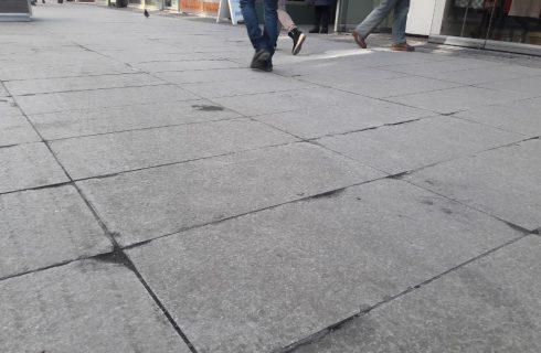 Zniszczone granitowe płyty na ul. 3 Maja nie zostaną wymienione