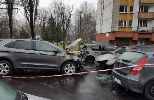 Trwa śledztwo policji w sprawie spalonych samochodów na os. Paderewskiego