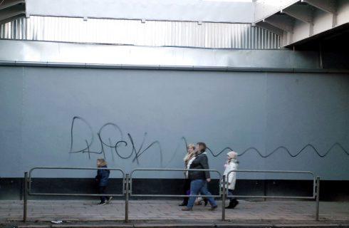 Napisy na odnowionym wiadukcie zostaną zamalowane