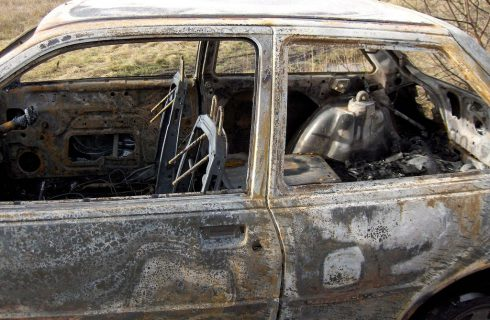 Kilka samochodów spłonęło przy restauracji w Dolinie Trzech Stawów. Zostały podpalone