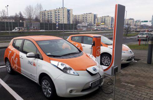 Ładowarka samochodów elektrycznych obok ING już działa. Skorzystać może każdy