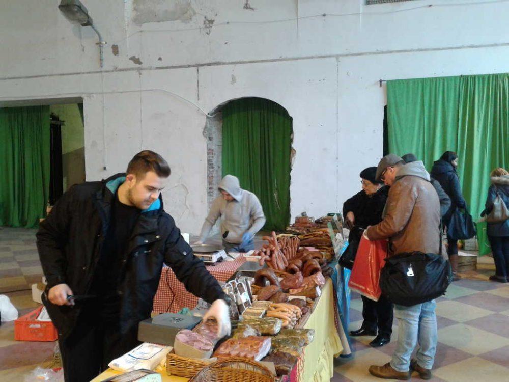 Ekologiczna żywność w starym dworcu. Na razie skromnie