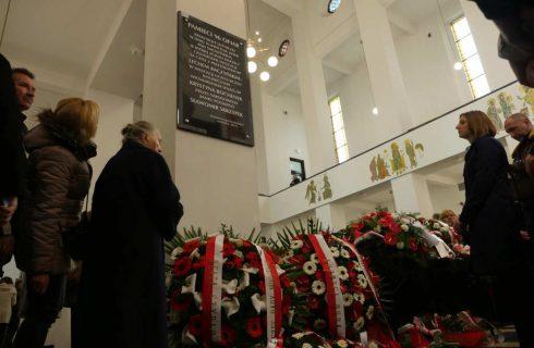 W katowickim kościele została odsłonięta tablica poświęcona ofiarom katastrofy smoleńskiej