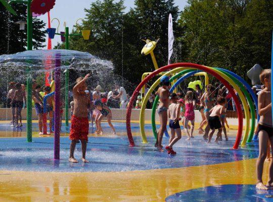 Tłumy na otwarciu wodnego placu zabaw [WIDEO]