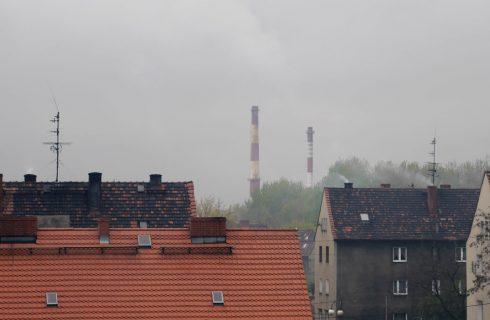 """O węglu, smogu i rewolucji energetycznej. Darmowy pokaz filmu """"Punkt krytyczny"""" w Multikinie"""