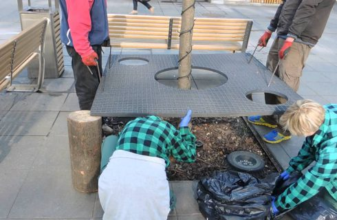 [WIDEO] Zanim kolejny raz wyrzucisz śmieci na ulicę, zobacz ile pracy kosztuje ich posprzątanie