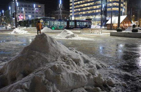 Wojewoda prosi mieszkańców, żeby wsparli służby w walce z zimą